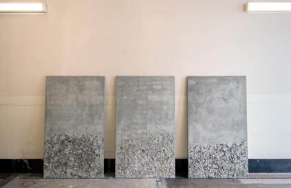 Un petalo viola su un pavimento in cemento, 2015. Concrete, pigments, metal, three elements each cm 205 x 125 x 3. Exhibition view at Not really really, Frédéric de Goldschmidt collection, Brussels