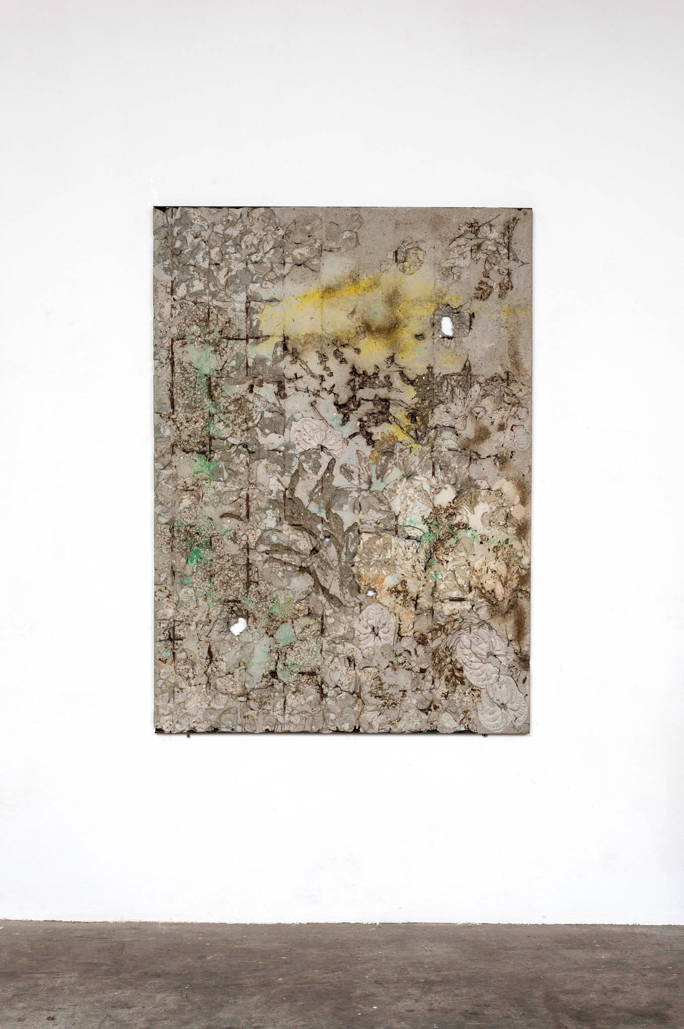 Ieri Ikebana 030820163, 2016  Concrete, flowers, metal  cm 141x101x2,5